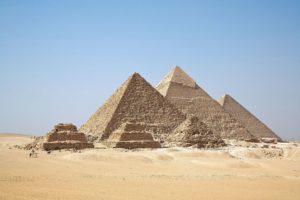 Le bâtisseur de la grande pyramide de Gizeh.